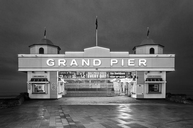 The Grand Pier by dougchinnery.com on Flickr.A través de Flickr: I made this image on Saturday down at Weston-Super-Mare. I was leading a mono/long exposure workshop with fine photographer, Paul Wheeler. We had a great group of photographers from all over the country (including a regular customer of mine, Alex, who let me slip my CF card into his Nikon to take this image as I wasn't carrying my kit at the time - thanks Alex). The new pier is very photogenic, especially at dawn when no one is around - it harks back to the 40's and 50's in design with all new neon signs and lighting. I have just released a new schedule of workshops through the spring into early summer on my website. You can get a link to it from my Flickr profile page - if you sign up for my newsletter you will get advanced notice of all new workshops first.See My Profile Page for links to my website, photography portfolio and workshops. You can also sign up to my newsletter.