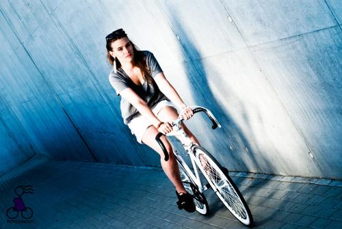 (via Kasia | bicyclegirls.pl | dziewczyny na rowerach)