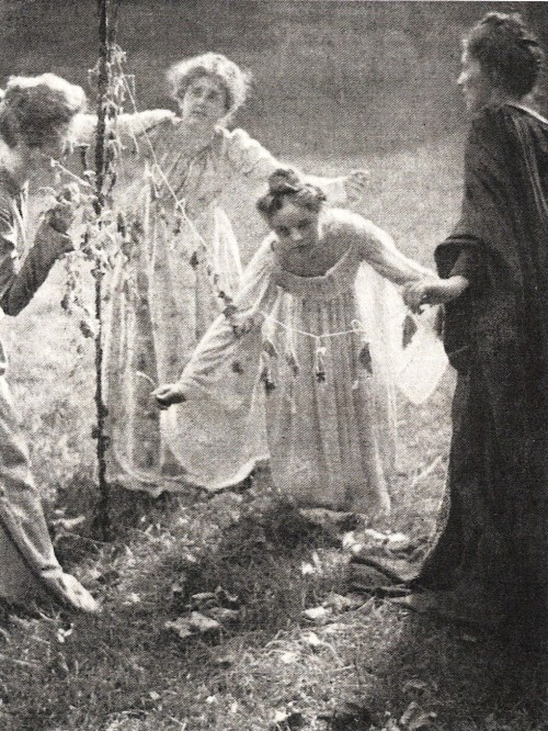 legrandcirque:  Clarence Hudson White, The May Pole, 1899.