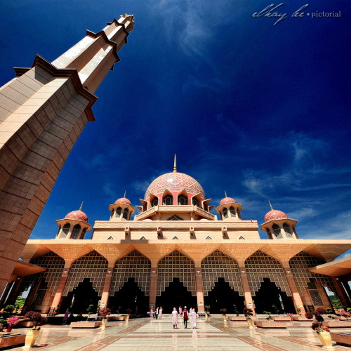 An Exterior Architechture of Masjidil Putra 1st February 2012 | Putrajaya, Malaysia Nikon D700 | Sigma 10-20mm | ISO200 | 20mm | f/11 - f/13 | 1/200s - 1/200s post processing:- 2 frames  vertorama stitching with The Panorama Factory / tone mapping with Nik HDR Efex Pro / color casting with PsCS5 + Topaz Detail