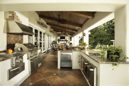 eastboundbreakdown:  southern-cinderella-mc:  outdoor.  dream kitchen.