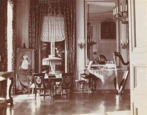 Rentilly, the music room, c.1900Rentilly, le salon de musique, 1900