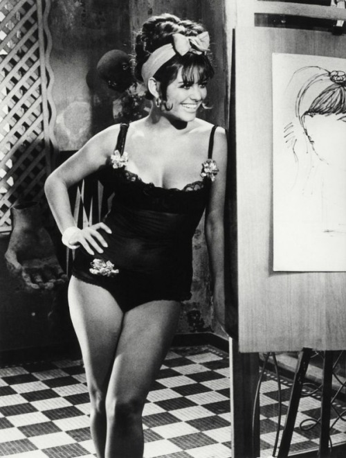 theswingingsixties:  Claudia Cardinale  doing that hair on saturday