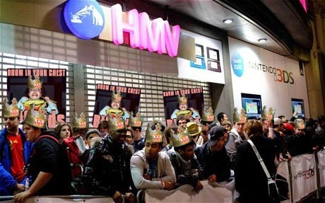 QUEUEs out side HMV lAST NIIGHT….AMAZING!!!!!!! thank you all so much……yeah!!!