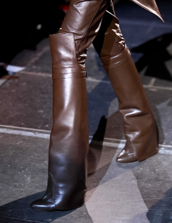 Ahhh, back to proper Givenchy hooves!  shoelust:  Givenchy Fall '12