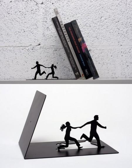 naglly:  「あ、危ない!」ってなるブックエンド Falling Bookends (via The Reading Life / Falling Bookends • Made by Artori Design)