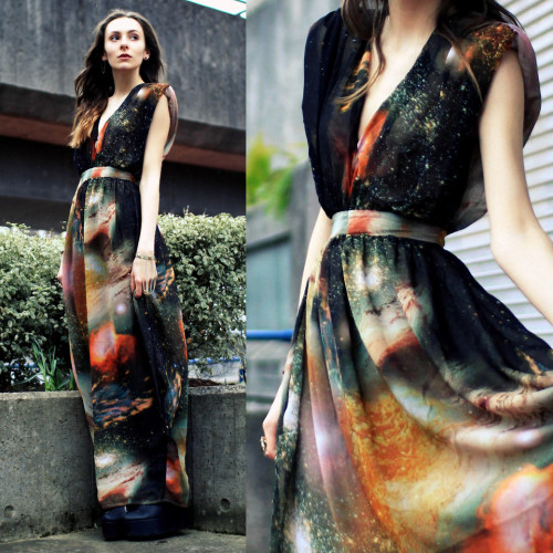 poppy-power:  lookbookdotnu:  Life in Technicolour (by Zoë G)  That dress is bloody beautiful