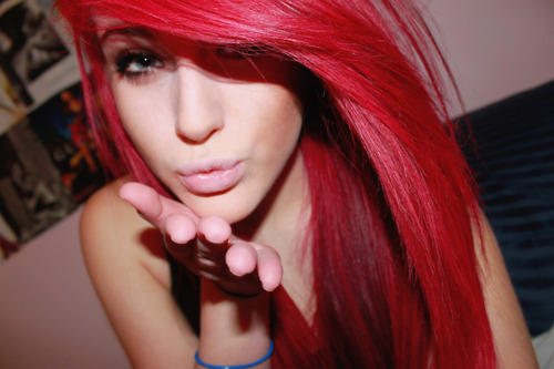 Kinda wanna fuck a girl with hair this color.