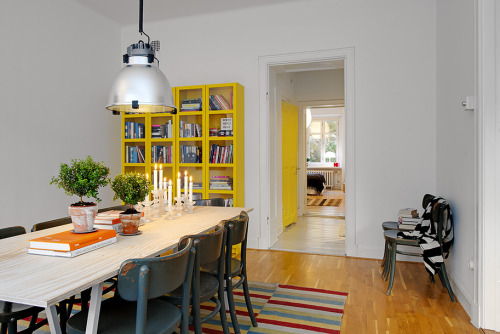 myidealhome:  yellow accents (via Alvhem.)