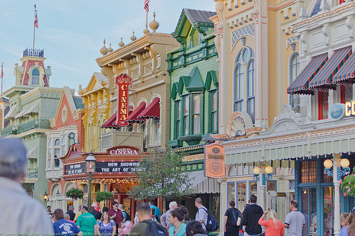 walt-disneyworld:  Winter On Main Street (by teksmith)