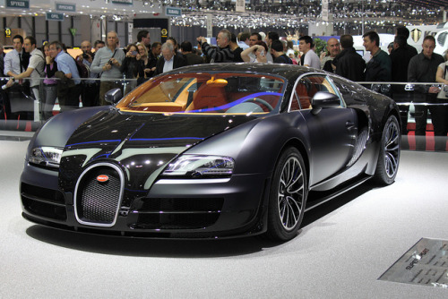 Bugatti Veyron Super Sport Black Matt & Gloss by cheekyspanky on Flickr.Bugatti Veyron Super Sport W16.4 Engine -  4 Turbos 10 Radiators 1200 HP Top Speed: 431 km/h // Preguntas?