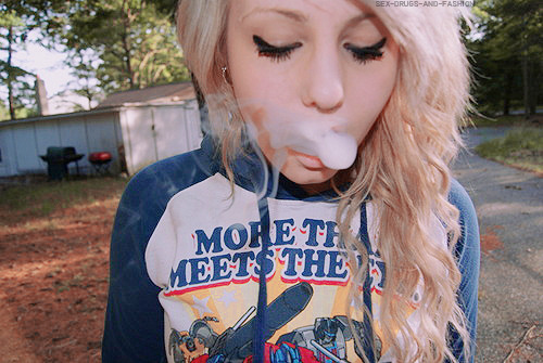 -zigzags:  fyords:  Why stoner girls are fucking awesome: They blaze everyday, they give zero fucks about being popular, they dress comfortably and still look bomb, they're down to just kick it and watch tv all day, they listen to good music, they know where the party is at, you can have a deep conversation with them and share dirty jokes a second later, they know how to enjoy life and share it with the people around them. To all the girls lighting one up on tumblr, I admire and respect you. One love and stay lifted.  this^