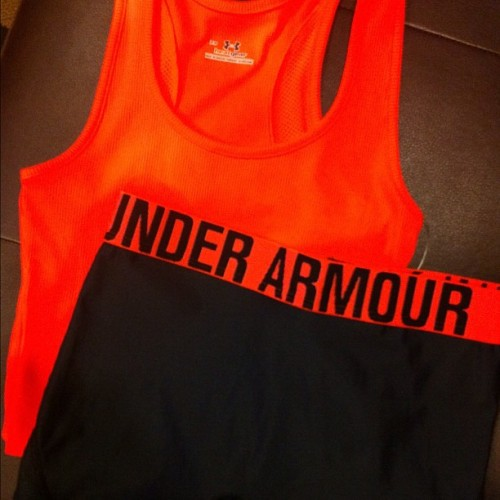 New #UA #gym clothes. (thanks @darkmarc) This color makes me INSTAdark. ☺ #workout #fitness #underarmour #compression #darkness (Taken with Instagram at Dick's Sporting Goods)
