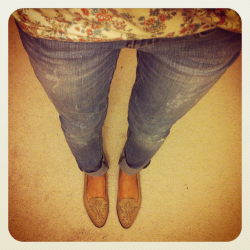 Bought some new jeans.  All set for spring with my new light denim =). Jeans $20 from Joe Fresh. Shoes are vintage.