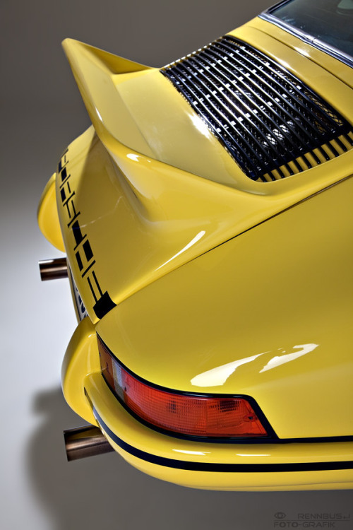 manchannel:  Yellow-Jacket Porsche.    (via imgTumble)