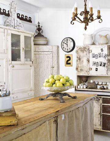 Terrific shabby chic rustic country farmhouse kitchen (via Roses and Rust)