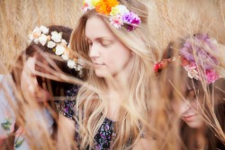 Una idea de diosa terrenal… freepeople:  Flower Girl