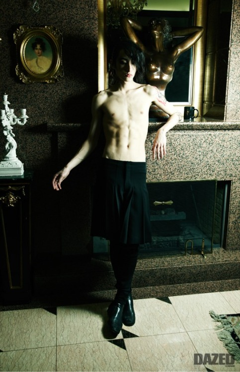 collarandcuffs:  ebodamen:  itsbananazz: Why do I like unealthy pale/thin guys again? Oh mon Dieu his nose is so sexy…  I suffer from the same obsession.  And I only dig guys with big noses.