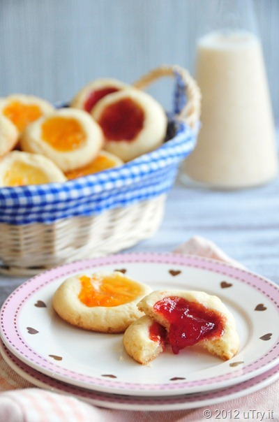 gastrogirl:  lemon-scented thumbprint cookies.