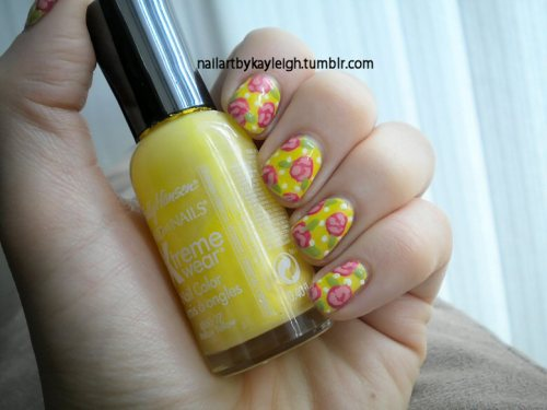 roses on yellow! <3