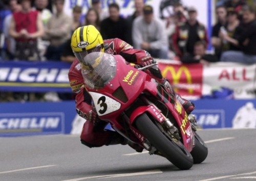 hakkalocken:  Joey Dunlop rounds Quarter Bridge on his Honda VTR on the way to winning the 2000 Isle of Man Formula One TT.