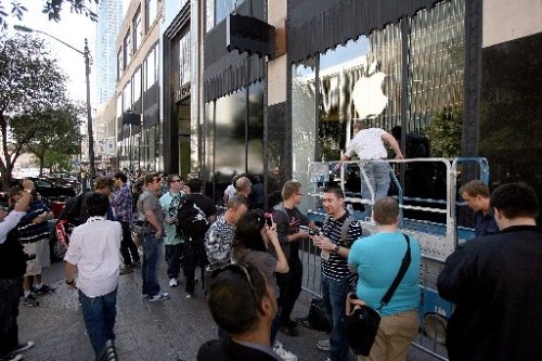 austin360:  Apple says there'll be no pop-up store at this year's SXSW Apple has confirmed to the American-Statesman that it will not be repeating its downtown pop-up Apple Store for South by Southwest Interactive this year.   Photo: Alberto Martinez AMERICAN-STATESMAN