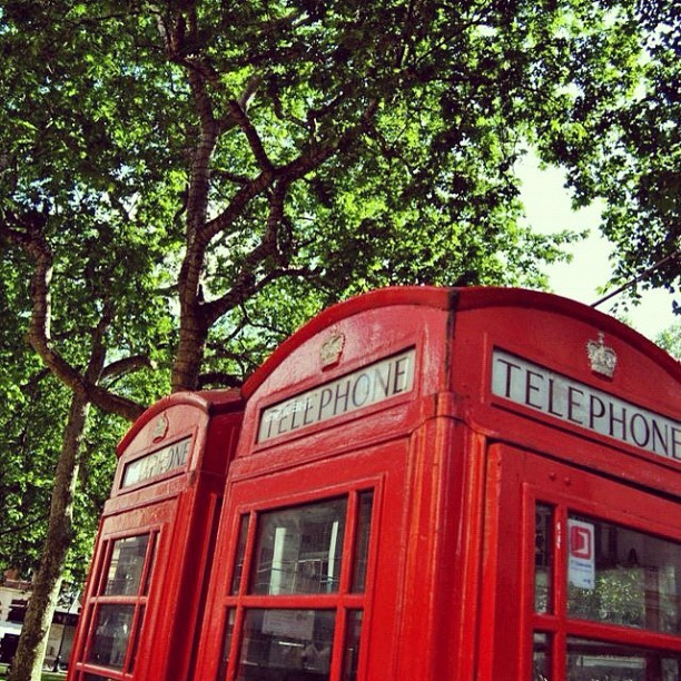 LND Memories. #london #lnd #telephone #callbox #red #green #nikon #d3100 (Scattata con instagram)