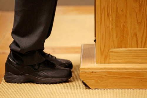 newsweek:  Ron Paul wears black leather Reebok shoes with his suits. Smart. [Photo: Chip Somodevilla / Getty Images]  Bro knows comfort trumps all.