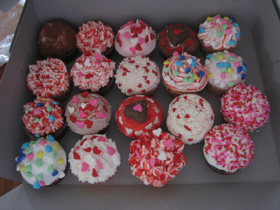 MADE CUPCAKES FOR VALENTINES by dotjanine on Flickr.