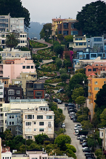 sanfrancisko:  Lombard Street, SF (Phalanx1984)   This is one of the places I always wanted to go visit.