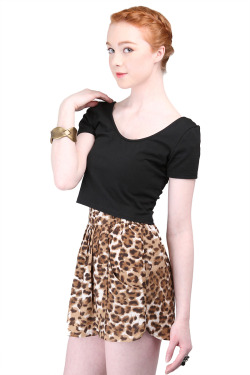 MinkPink Tiny Dancer Crop Tee + BB Dakota Leopard Shorts !