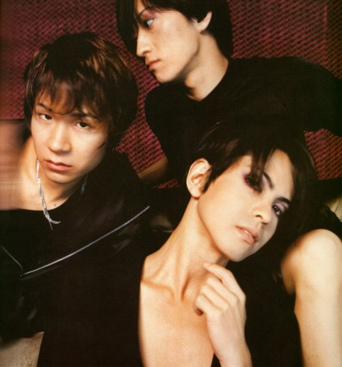 angel-lullaby:  I love Hyde's neck and collarbones here! <333 So beautiful.    it looks like Tetsu is ready to kill Ken cause of being too close to Hyde… xD