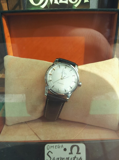 I want this omega seamaster so bad… It is beautiful.