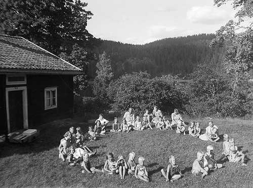 Children in a ring, Pinnarp, Östergötland, Sweden (by Swedish National Heritage Board)