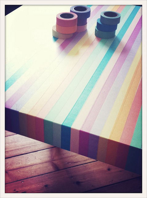 littlecraziness:  Lady Croissant: How to turn a white table into a rainbow via poppytalk.
