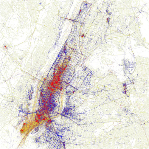 Map of photos taken by tourists vs locals in New York by Eric Fischer (via Metropolis)