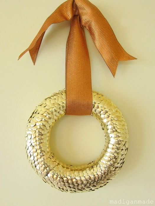 Gold Thumbtack Wreath | Madigan Made Oooh, shiny! Who says wreaths are only for holidays? This is perfect to decorate your front door or even above a bed. And I love that this is made from thumbtacks - a little time consuming, yes, but the end result is amazing!