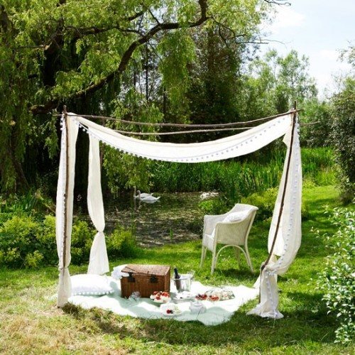 white garden canopy for a pic nic