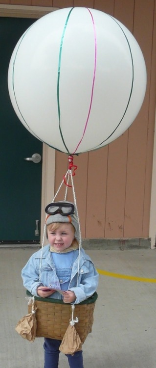 rainbowsandunicornscrafts: DIY Hot Air Balloon Costume. Cutest Halloween costume ever and actually doable. Tutorial (and link to find the balloons) at  Rook No, 17 here.