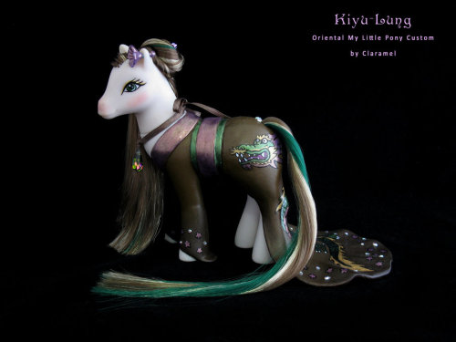 'Kiyu - Lung' Oriental custom by ~padawanclaramel  Might I just say that I love Kimono ponies? Sweetheart Sisters do make excellent bait for elegant, beautiful things. I have three of them that I am still trying to decide what to do with.