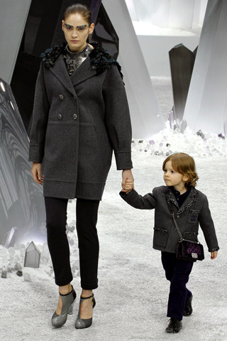 vogue-enfants:  generally not a fan of chanel but OMG THIS KID IS SO CUTE.    Who's not a fan of CHANEL?