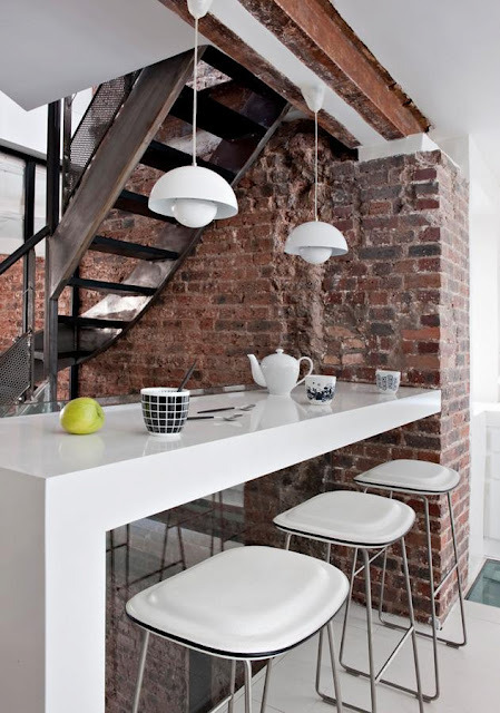myidealhome:  exposed bricks (via French By Design)