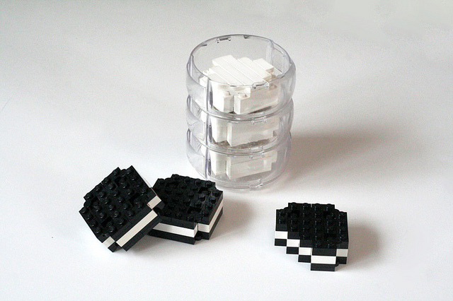brickstix:  Oreos & Milk by edubl31216 on Flickr. Happy Birthday Oreo!