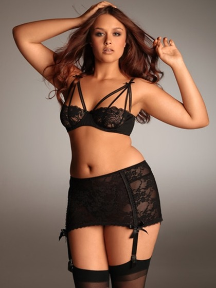 curveappeal:  Stretch Lace Garter, available at Hips and Curves