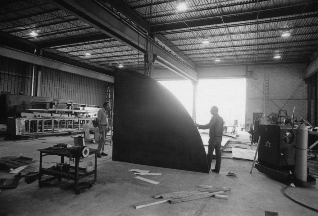 "Ellsworth Kelly, right, in his shop, looking at Kelly's ""Curve II,"" 1973.  The Museum of Modern Art, New York, NY. © Ellsworth Kelly"