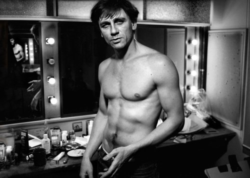 Young Daniel Craig is… Sorry, we just blacked out for a second. Photograph by Simon Annand, 1999 at the Royal Court Theatre. More British actors on stage before they were movie stars, here.