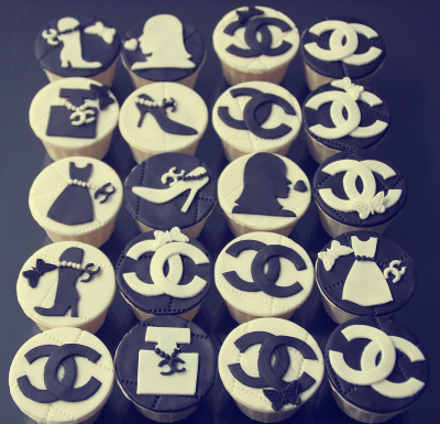 Chanel cupcakes! Sweet & stylish, YUM!