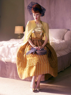 (via lovelyritablog.com) Editorial: Hollywoodland Magazine: Vogue USA, March 2008 Photographer: Mario Testino Fashion Editor: Grace Coddington Model: Karen Elson