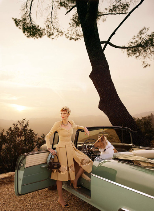 (via lovelyritablog.com) Karen Elson Editorial: Hollywoodland Magazine: Vogue USA, March 2008 Photographer: Mario Testino Fashion Editor: Grace Coddington