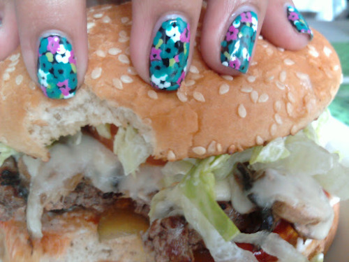 nailburgerlar:  Fab, nailuscious!  I'm so proud of my nails & burger submission.